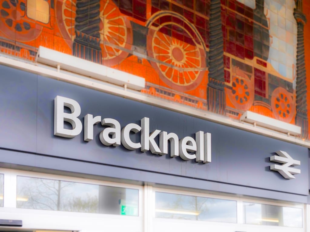 Bracknell Train Station Sign
